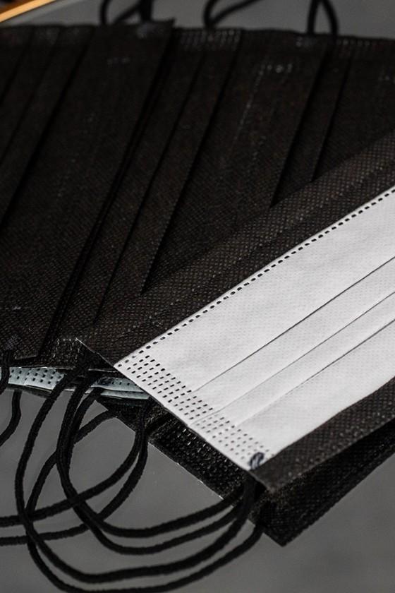 Zacskós 3 rétegű egészségügyi arcmaszk - fekete - Arcmaszk - 50 db - Fekete